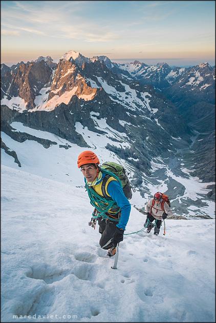 Christophe Dumarest remonte le glacier Carré à la Meije