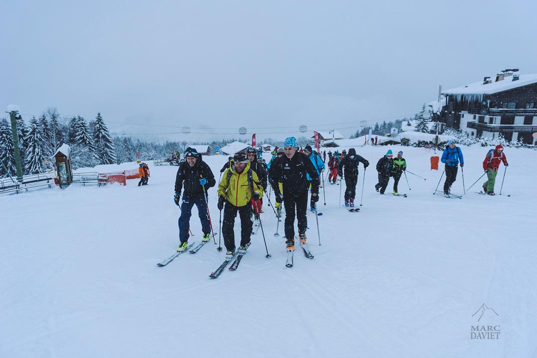 Cédric Pugin mène le groupe de randonneurs participant à la Belle Montée du Big Up & Down