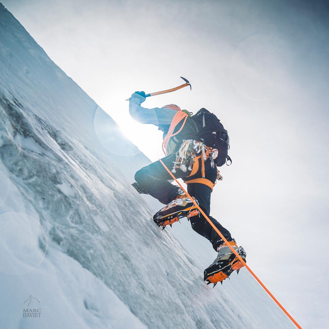 Christophe Dumarets test le nouveau piolet Summit Evo.