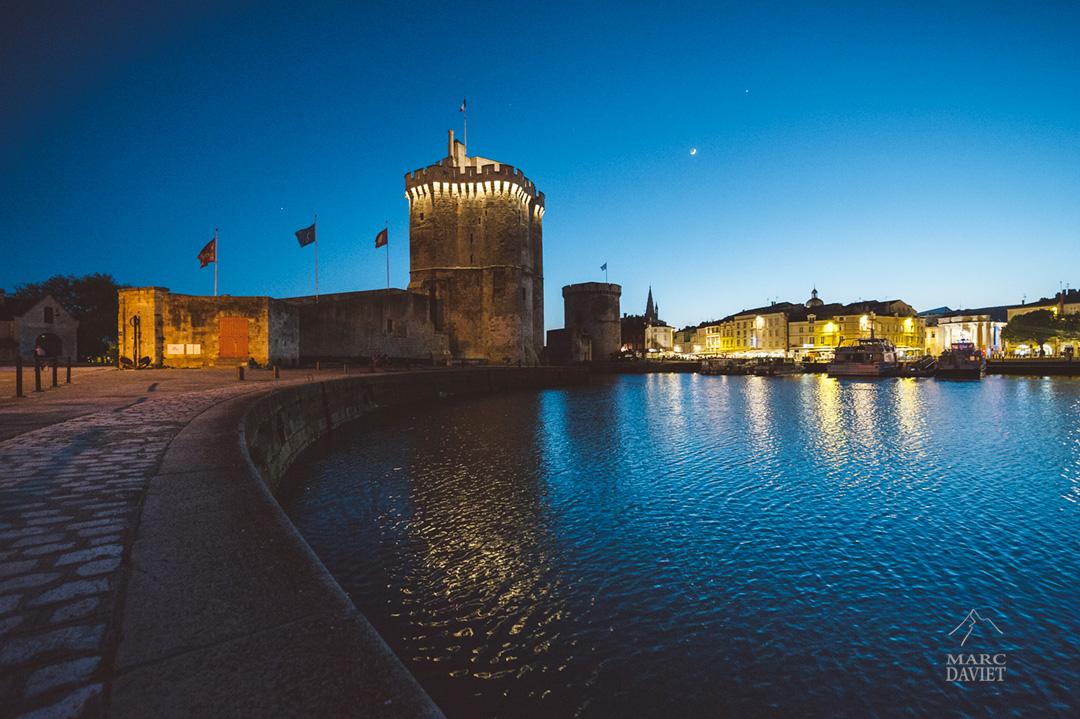 La Rochelle et son vieux port by night