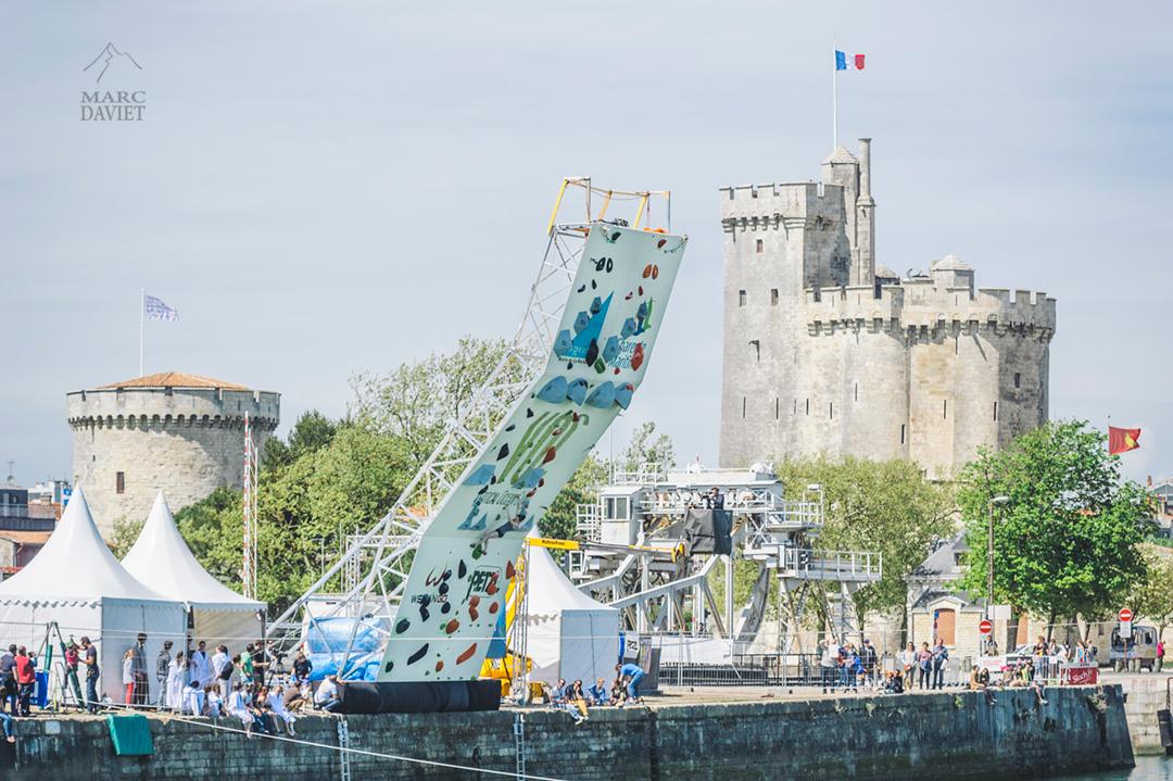 Le mur de deepwater soloing du Vertical Ocean Camp à La Rochelle.