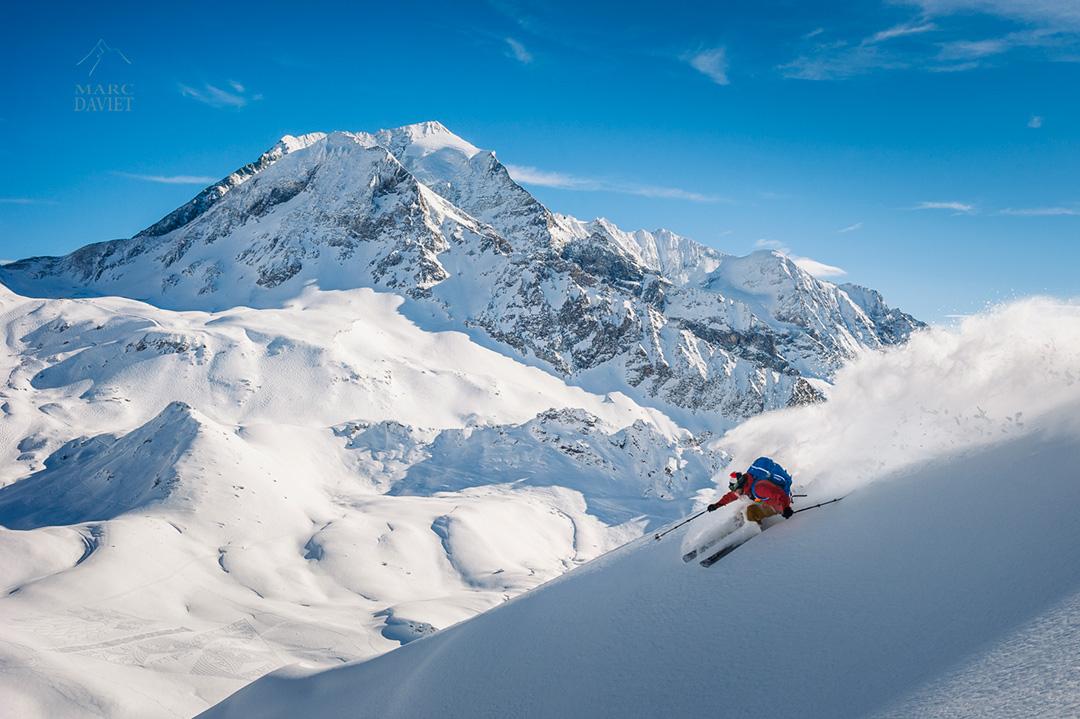 Virage carte postale pour Adri Coirier avec le Mont Pourri en arrière plan.