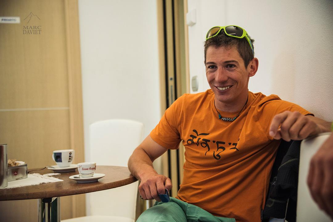 François Cazzanelli détendu avant la journée d'escalade.