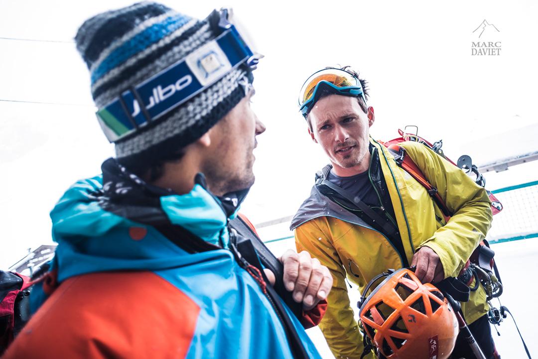 Stefan Morris, le Gallois de la sélection, discute avec Christophe.