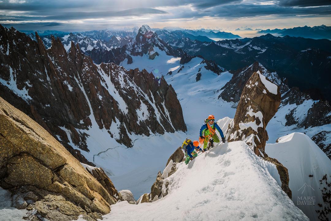 Alpinistes sur l'arête Kuffner.