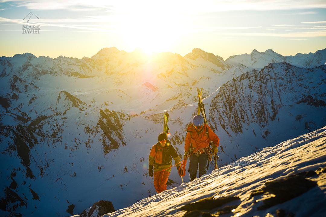 Premiers rayons de soleil au sommet de la Grande Motte.