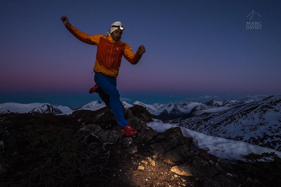 Kilian Jornet sur la crête de Romsdalseggen