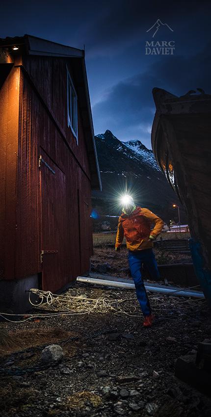 Kilian au milieu des cabane de pêcheurs.