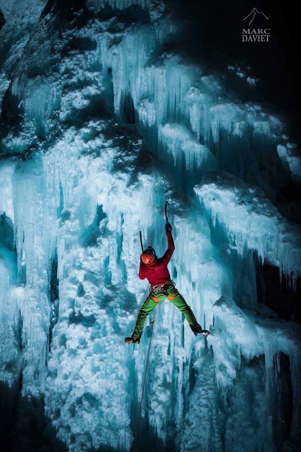 Cascade de glace de nuit